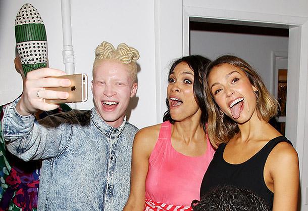 Jessica Alba, Rosario Dawson and Shaun Ross selfie