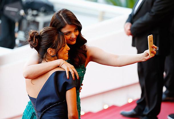Aishwarya Rai and Eva Longoria  selfie Cannes 2015