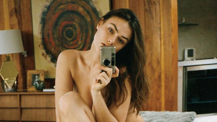 Myla Dalbesio selfie