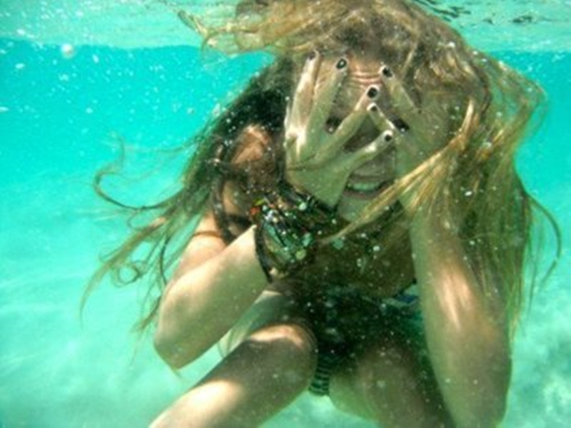 Underwater selfie: secret rules to astonishment