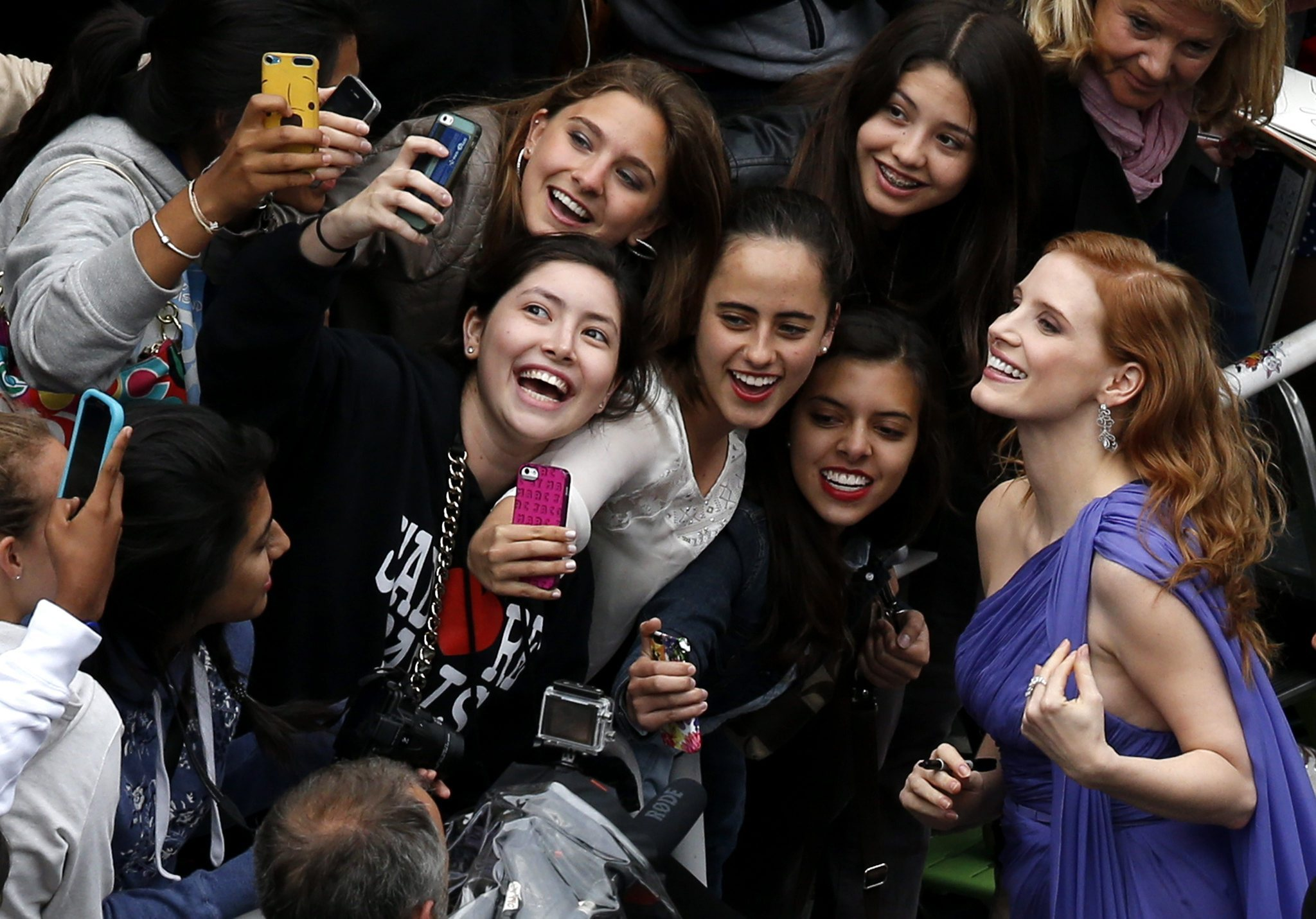 cannes-festival-celebrity-selfie