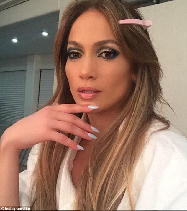 J Lo selfie