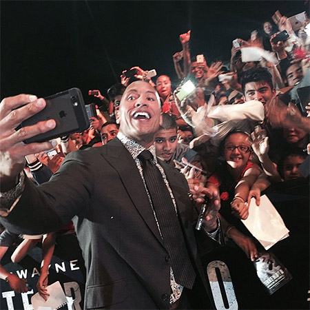 Dwayne Johnson selfie record