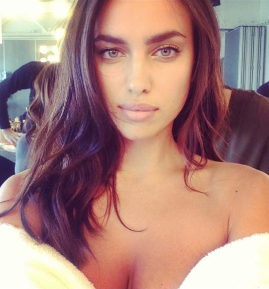 Irina Shayk elegant selfie