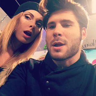 couple fishgape selfie