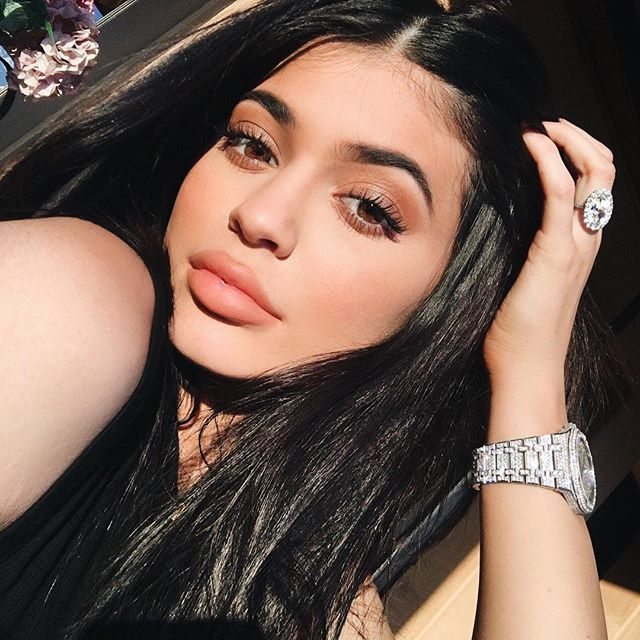 Selfies boost lipstick sales