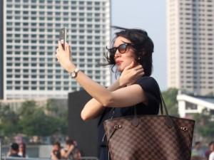 selfie-elbow