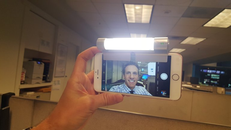 New devices for perfect selfies chatlight clips