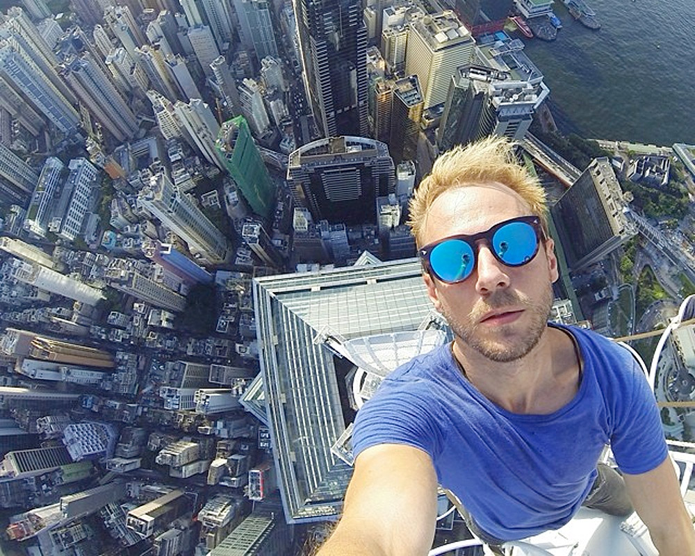 How can a man take a perfect selfie