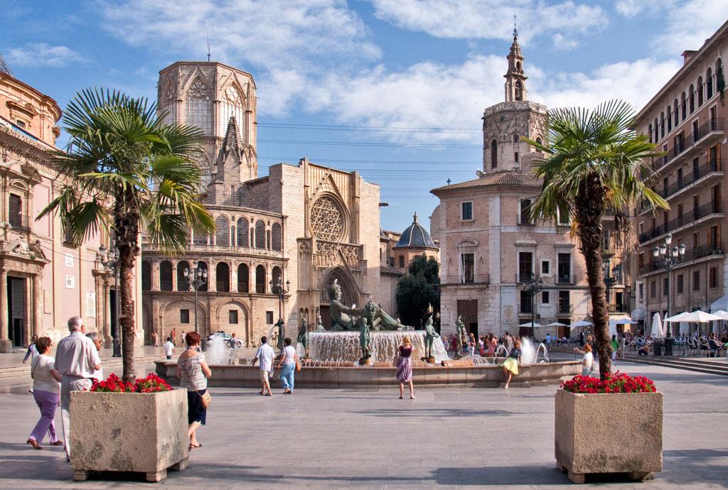 Best places to take a selfie in Valencia - Plaza de la Virgen