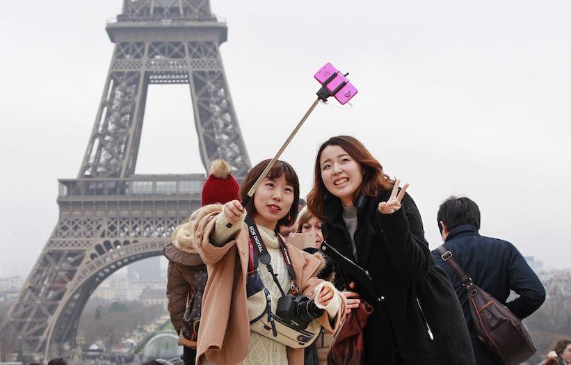 popular places for selfies paris france